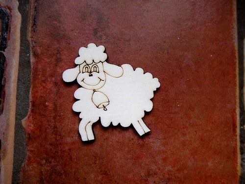 2D výřez ovečka se zvonkem cca v.4x4cm
