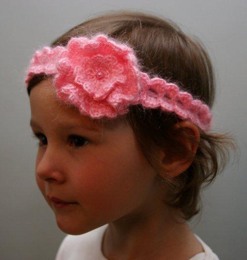Růžová čelenka s kytkou