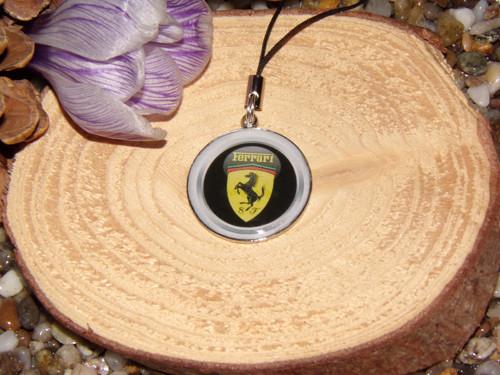 Přívěšek na klíče a tašku Ferrari