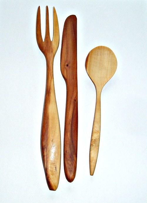 Příborovný set-dř.vidlička,nůž a des. lžička-jablo