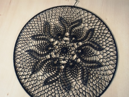 kruh s háčkovanou krajkou - 35cm