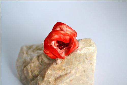 Prsýnek z hedvábí - červený