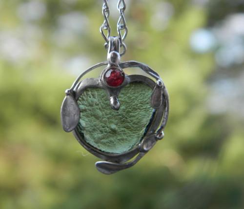 Amulet s vltavínem