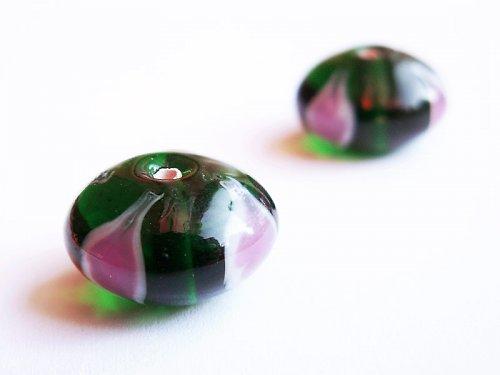 Zelený bochánek s růžovými oky ((V101))