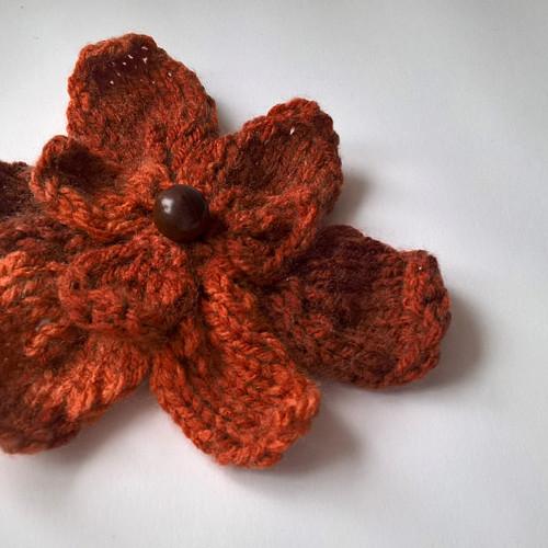 Ozdobná květina - brož