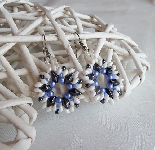 náušnice rozkvetlé modrobíločerné