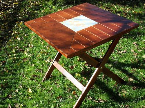 Zahradní stolek s mozaikou