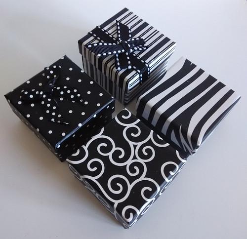 Krabička černobílá - puntíky s mašlí
