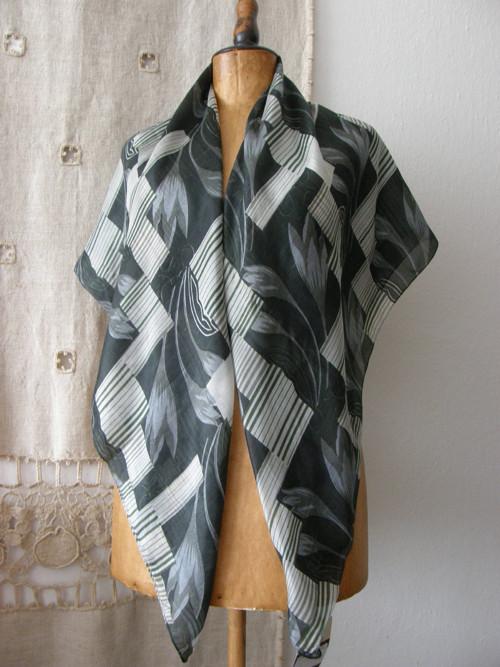 větší šátek z hedvábí nenošený
