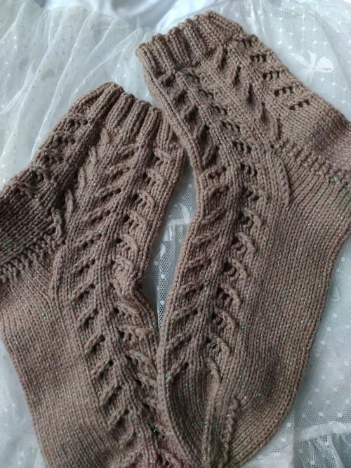 Pletené krajkové ponožky s lurexem.