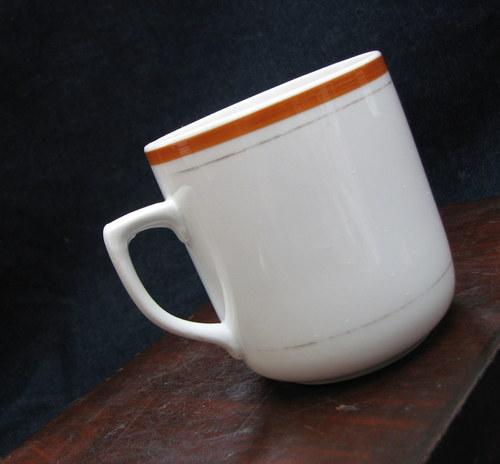 Hnědý čaj... retro hrnek Československo