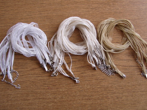 Organza stuha - závěs na náhrdelník krémový
