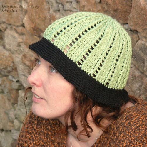 Jarní apartní zelenkavý klobouček