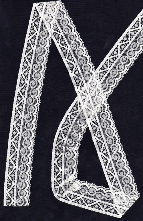 Světle smetanová krajka s geometrickým vzorem