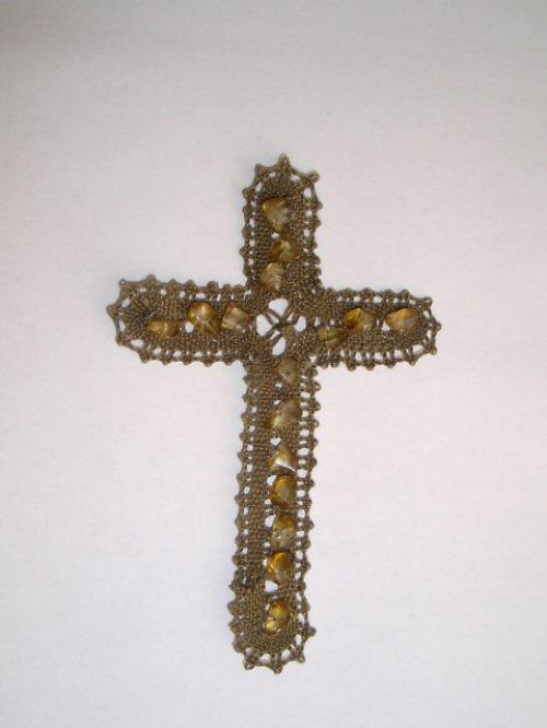 Paličkovaný kříž s kameny