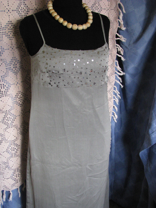 Šaty v holubí šedi, jemné