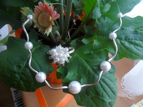 Bílostříbrný náhrdelník - romantický