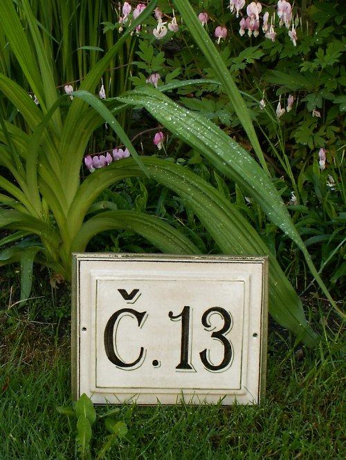 Keramické domovní číslo