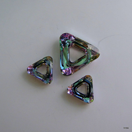 SWAROVSKI * ELEMENTS * Triangle * sada * 3ks / bal