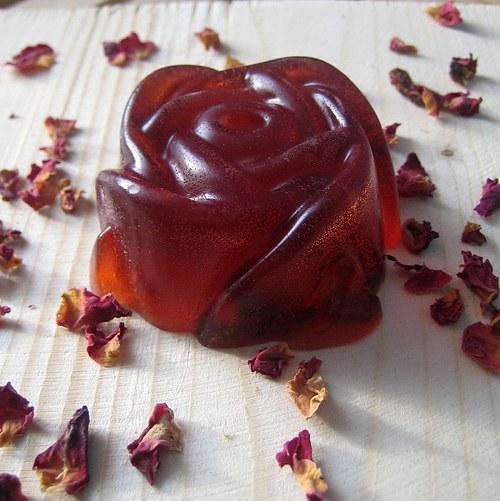 Velká růže s mandlovým olejem a plátky růží