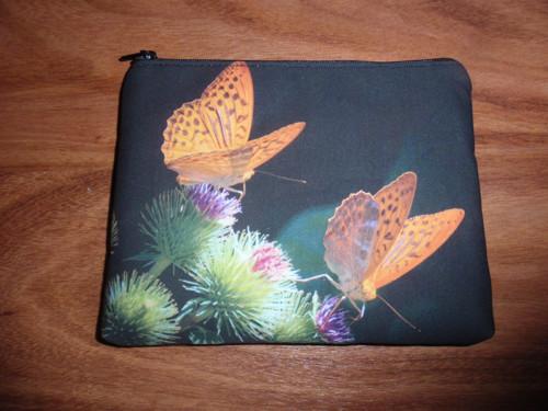 Kapsička - motýlek na černé