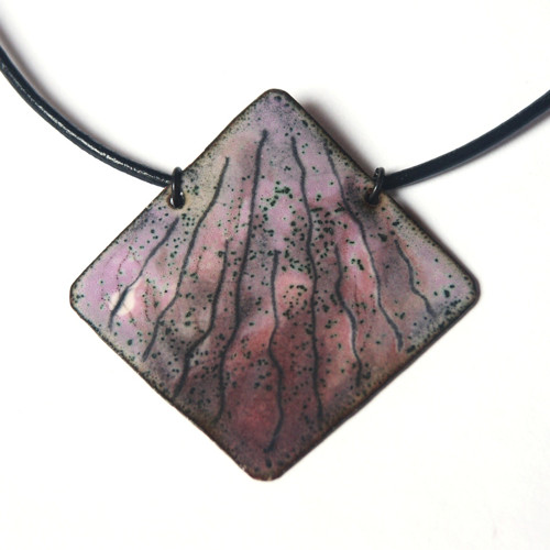 Růžový čtverec - smaltovaný náhrdelník