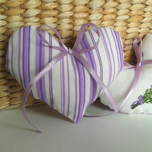 Srdíčko - fialový proužek s krajkou a kytičkou