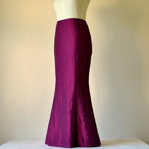 Vínovo - fialová taftová sukně (sleva z 1177,-Kč)