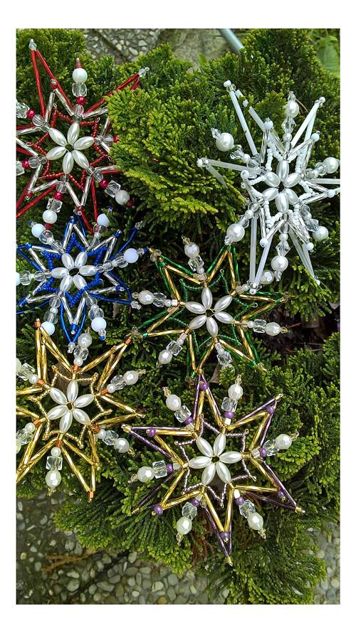 hvězdy ze tří řad korálků
