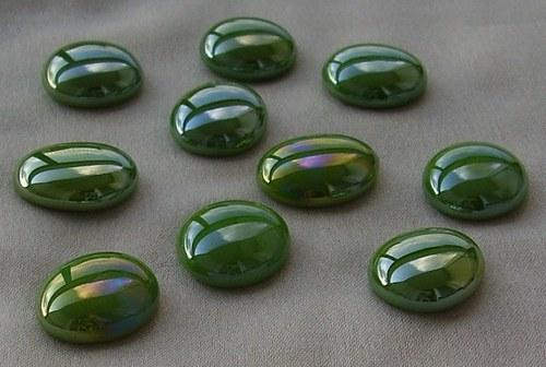 10 ks nugetků-sklo zelená perla pokov BA - 031
