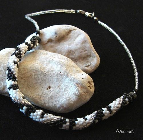 (13) Černá-bílá-stříbrná