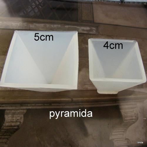 Silikonová forma * pyramida 4cm  * 1ks