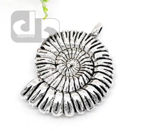 Velký stříbrný přívěšek lastury 3,7 cm