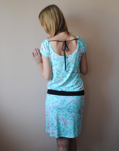 Šaty s výstřihem na zádech - velikost na přání