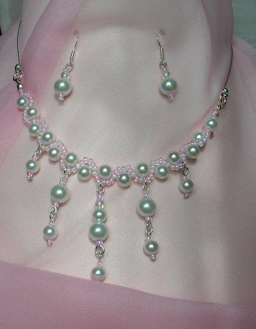Bílá perleť v růžové spirále (59)