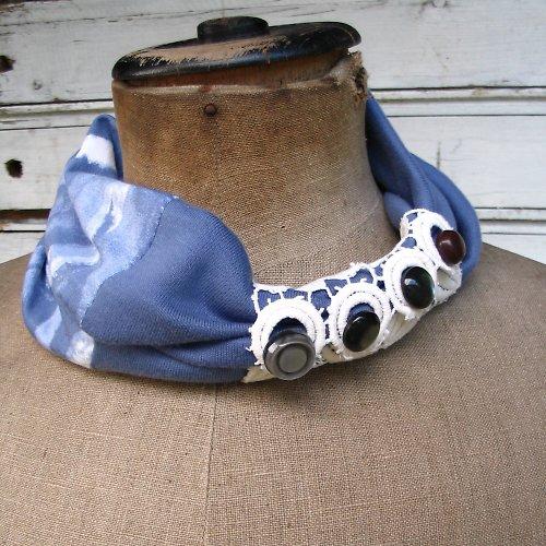 Nákrčník modrý batikový