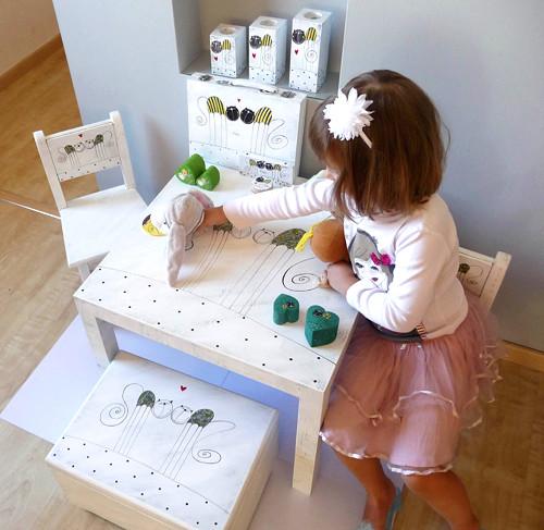Dětská židlička - bílá s tulínky