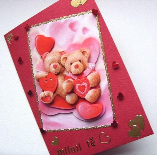 Blahopřání červené s medvídky plné lásky Valentýn