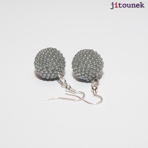 Šedostříbrné kuličkové náušnice