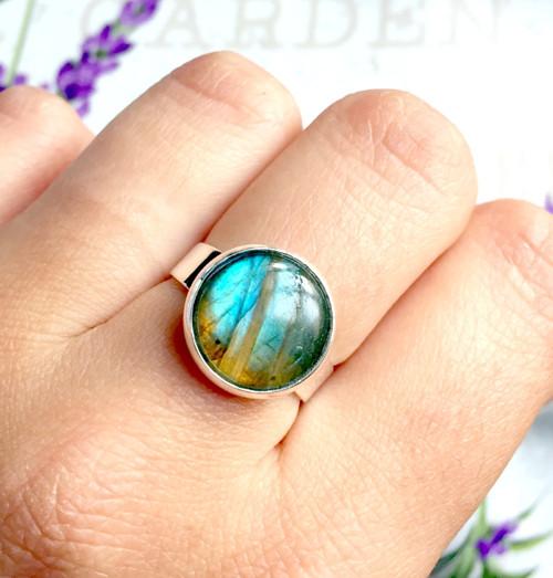 Prsten s modrým labradoritem stříbrné provedení
