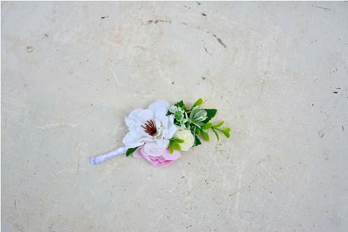 Bílo růžová decentní korsáž