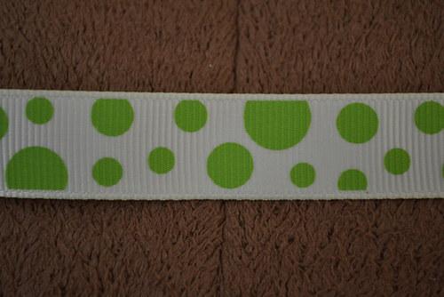 Stuha ze zelenými puntíky