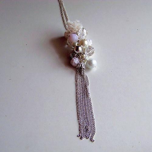 SLEVA Náhrdelník bílé hrozno s třásněmi