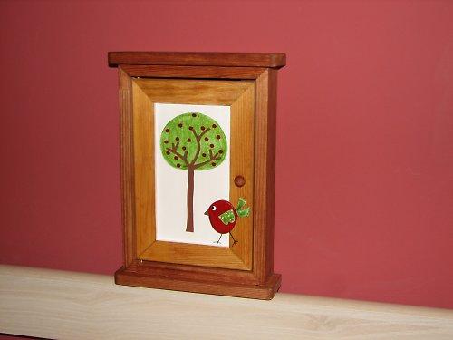 Dřevěná skříňka na klíče PTÁČEK ZPĚVÁČEK