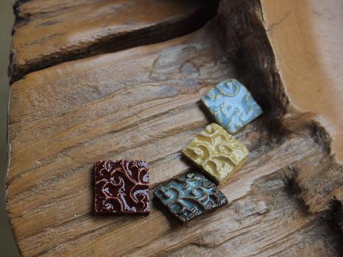 Keramické kostky s reliéfem