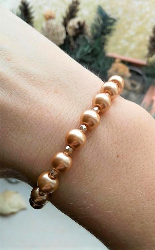 Náramek z voskovaných perel a broušených korálků