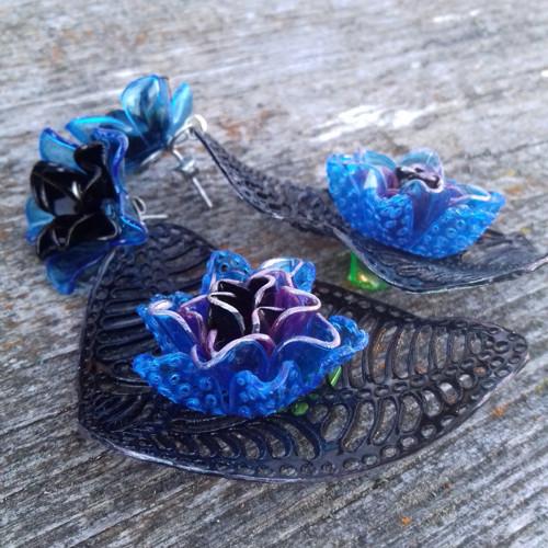 Black/flowers..puzetové náušnice z PET lahví