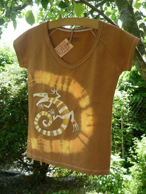 Hnědé tričko s ještěrem