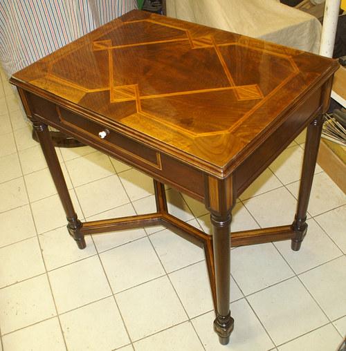Restaurovaný stůl s intarzií