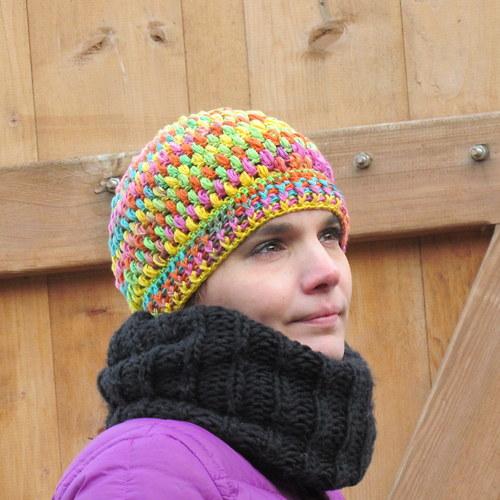 Pestrobarevná čepice